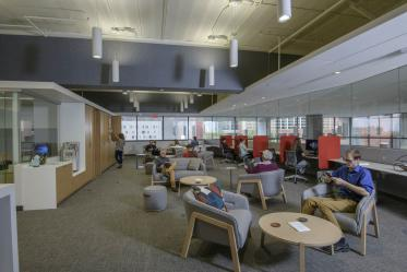The other half of the Faculty Commons + Advisory is akin to a faculty lounge, with comfortable chairs, periodicals and fresh coffee.