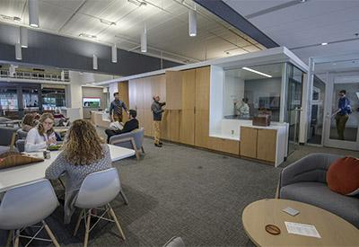 The Faculty Commons and Advisory space fosters cross-campus collaboration.